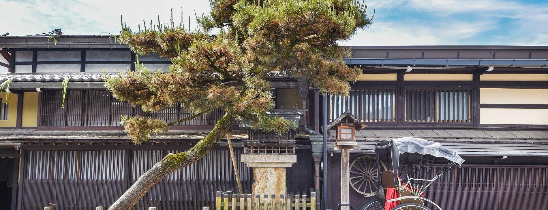 mastroviaggiatore-takayama-Old street in historical city Takayama in Japan copertina