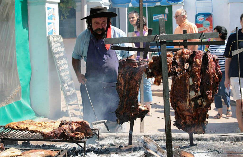 MastroPatagonico-Argentina-Gaucho-Gaucho-prepara-asado